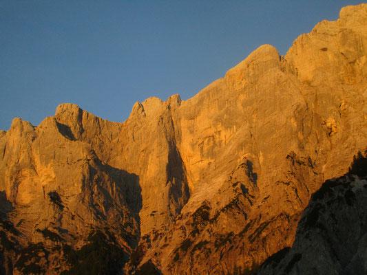 Die Rosskuppe(Mitte) in der Abendsonne. Rechts das 'Dachl', links die Planspitze