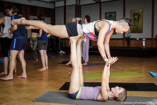 Yoga Dance Festival Acro Yoga Workshopleiter: Sibylle Langauer & Thomas Fath 1