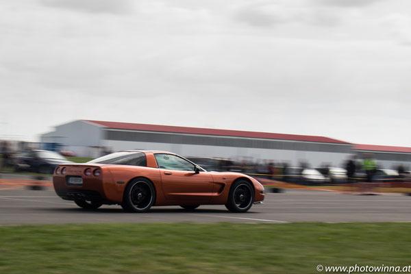 panning Corvette racing