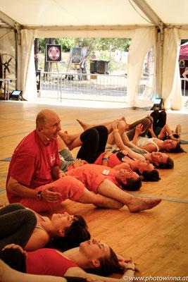 Yoga Dance Festival Lachyoga Workshopleiter: Thomas Topolanek