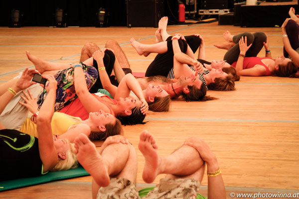 Yoga Dance Festival Lachyoga Workshopleiter: Thomas Topolanek 1