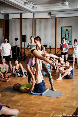 Yoga Dance Festival Acro Yoga Workshopleiter: Sibylle Langauer & Thomas Fath