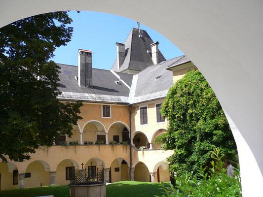 Innenhof Stift Millstatt, hier darf ich im August Workshops geben