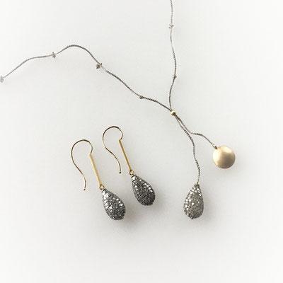 Ohrhänger und Collier, Silber ausgefasst mit Diamanten, 750er Gold