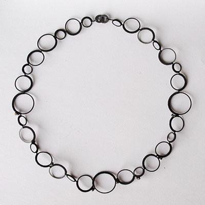 Kreiscollier, geschwärztes Silber, schwarze Diamanten