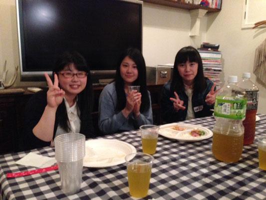 県大Yさん、Nさん、Uさん。 食後のトークも弾みます。
