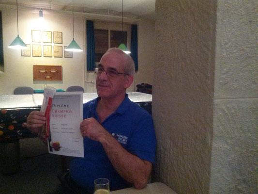 Fernando mit Diplom
