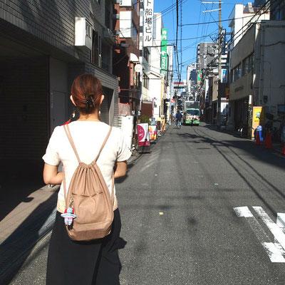 コロンビア8・堺筋本町店の前の道
