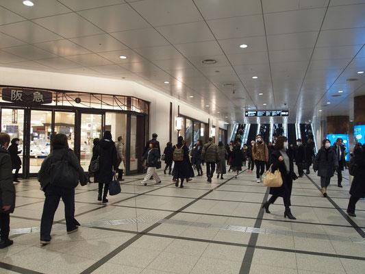阪急百貨店・地下1階入口前