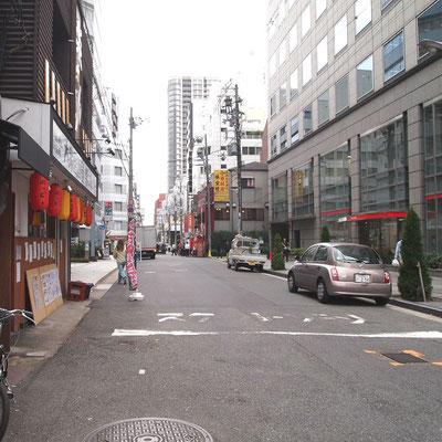 堺筋・瓦町の交差点から西へ