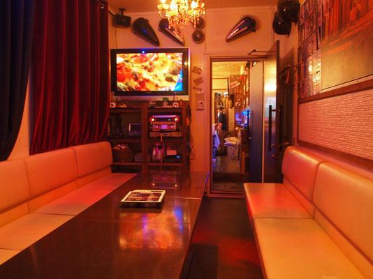 cafe&bar peg のカラオケルーム