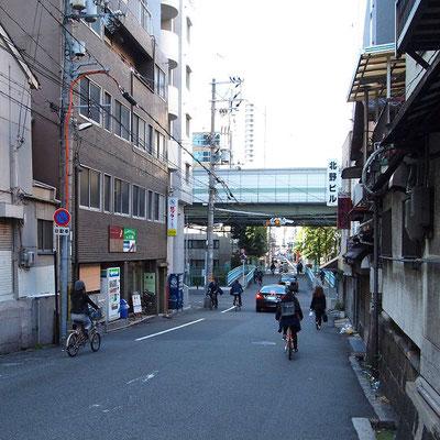 安堂寺橋通り(イマーニタイマッサージの前の通り)