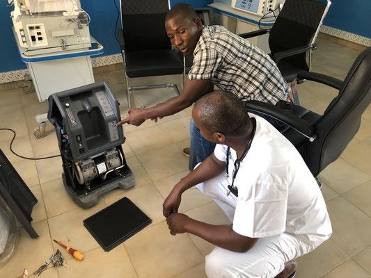 Instruction de l'ingénieur biomédical et du médecin chef sur le fonctionnement et la maintenance de cet équipement (6 décembre 2019)