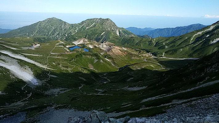 雄山から見た室堂平と大日岳