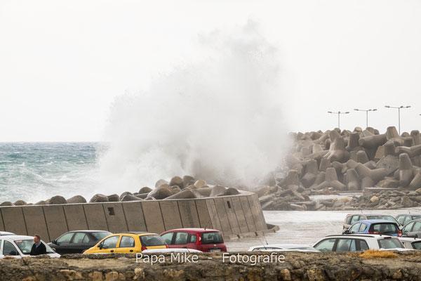 Wellen auf Hafen von Rethymnon