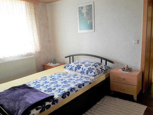 Größeres Einzelbett (c) Maria Felhofer | web-maria.com