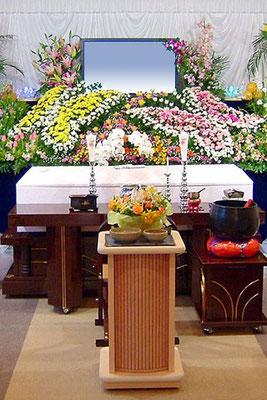 蝶をデザインしたオリジナル花祭壇です