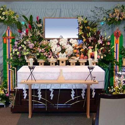 神道のお葬式も花祭壇で承ります