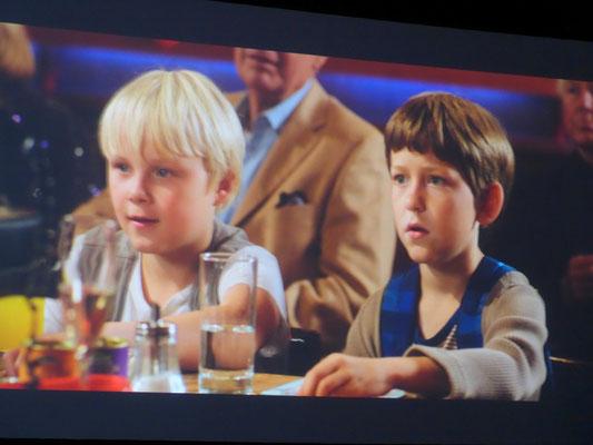 Rico und Oskar beobachten das Bingo-Spiel