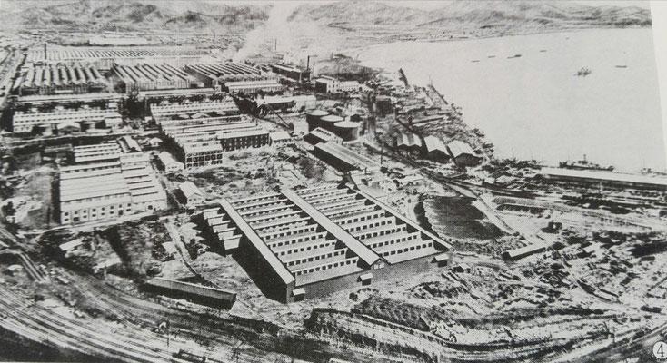 海辺に出現した朝鮮窒素の工場群と社員たちの住宅。