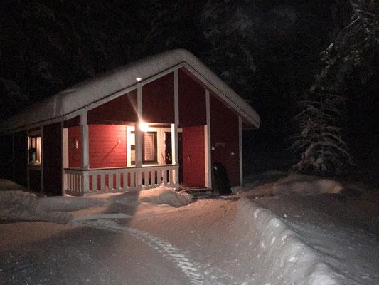 ... und schließlich an unserer Blockhütte in Äkäslompolo, Hotel Seita