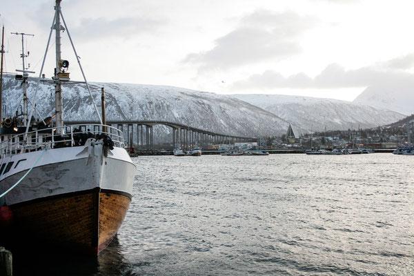 Einfach ein herrlicher Blick zur Eismeerkathedrale und zur Brücke.