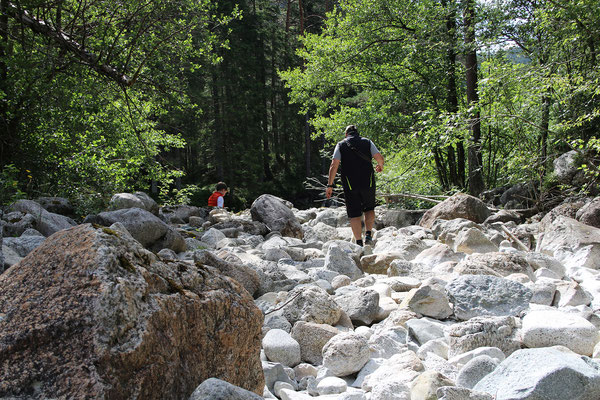 Ausgetrocknete Flussbetten laden zum klettern ein...