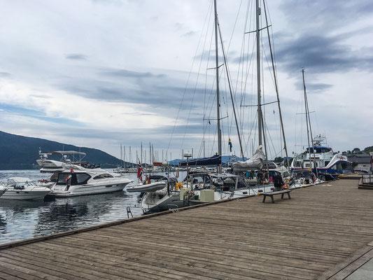 Am Hafen in Rosendal