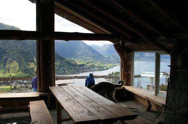 Oben gibt es eine nette Hütte :-)