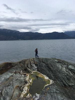 Zuerst klettern wir auf den Felsen herum...