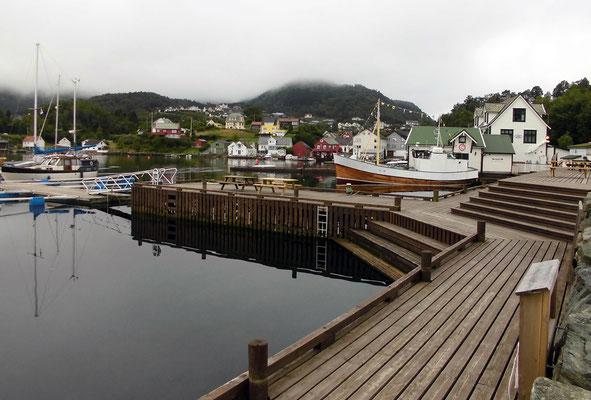 Am Hafen in Våge.