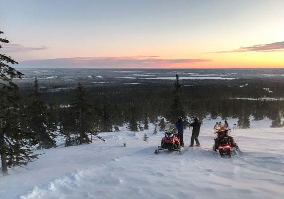 Mein Mann war Schneemobilfahren und genießt die Ausblicke.