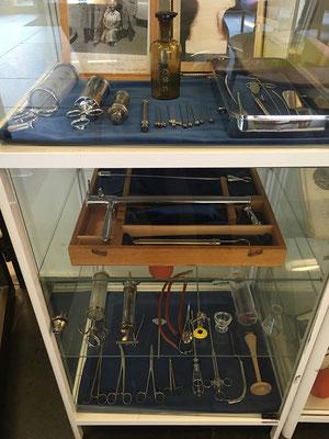 Macht viel Mut, wenn man solch Werkzeug beim Warten im Krankenhaus vor sich hat ;-)