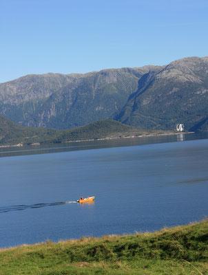 ... deshalb fahren Vater und Sohn mit dem Boot raus...