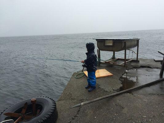 ... Regen und Sturm - unser Sohn ist aber durch nichts zu stoppen ;-)
