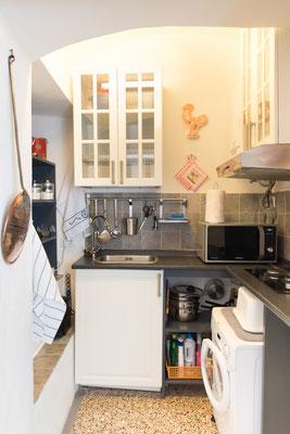 Cucinino - Vista generale dal soggiorno con lavatrice