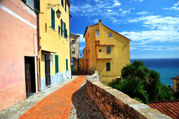 Tipiche case liguri in Via San Leonardo