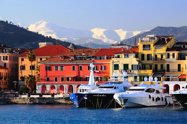 Oneglia - Sun, sea and snow in winter