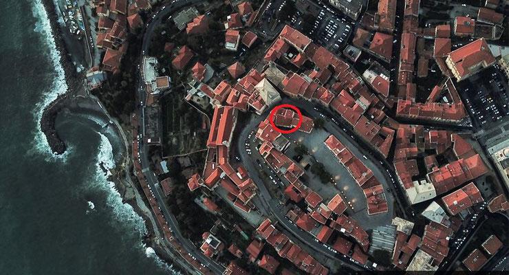 Vista del Parasio dall'alto, il cerchio rosso indica la posizione di Casa Mira Parasio