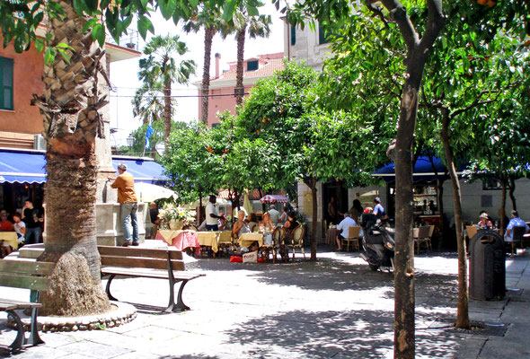 Piazza Bresca, near the harbour, full of restaurants, where enjoying a typical italian meal