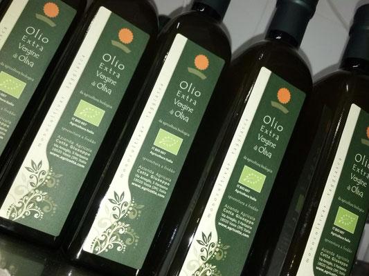 Bottiglie di olio di extravergine di oliva taggiasca