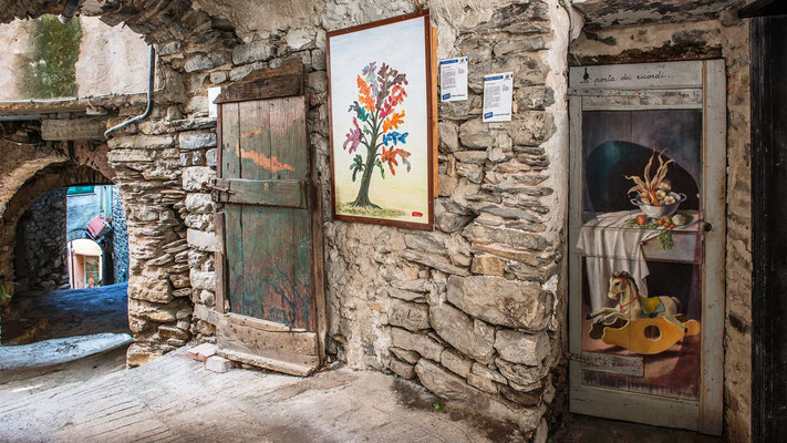 Valloria - Painted doors