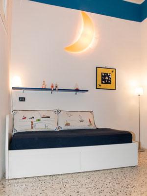 Camera da letto secondaria - Divano letto già predisposto come letto singolo che può essere facilmente trasformato in letto matrimoniale