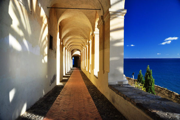 Logge di Santa Chiara (XIV century) overlooking the sea