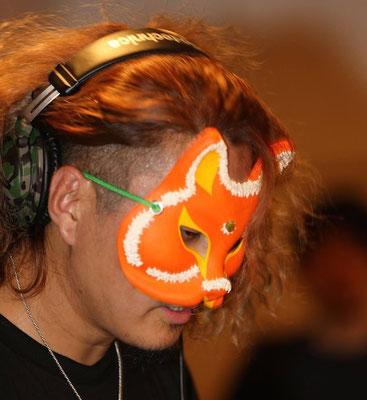 妖怪DJ高☆梵:妖怪をみんなにわかりやすく伝えることが使命。 妖怪DJやったり、妖怪折紙折ったり、妖怪イベント企画したり。 ブリガドーーーンというユニットで妖怪の歌を作り!歌い!叫ぶ! 「紙舞」というブランド名で折紙妖怪アクセサリ作ってます。 「音ノ怪 絵ノ怪」「妖怪食堂」「大怪展」主催、企画、運営もしてます。