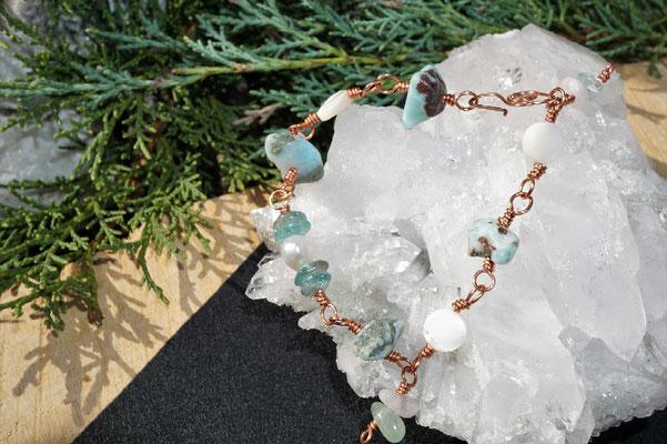 Larimar und Perle auf Kupfer, anlaufgeschützt, 21cm lang     €28