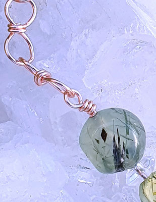 Prehnit und Bergkristall  auf Kupfer, anlaufgeschützt, 21cm lang     €38