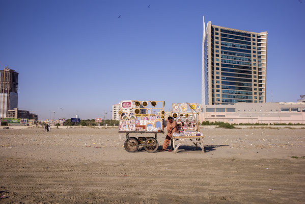 © François Struzik - simply human - Clifton beach, Karachi - Pakistan