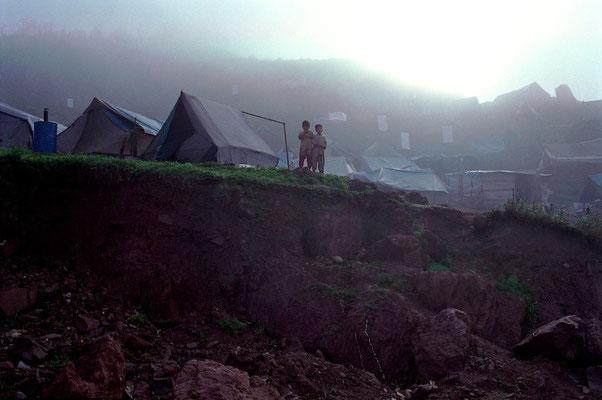 Earthquake in Kashmir - (Pak. Ad.) Kashmir ) Azad Kashmir - Pakistan © François Struzik - simply human 2006