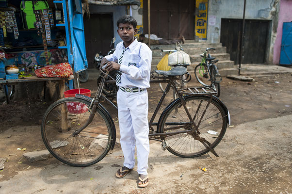 Cycling in Bihar - India  © François Struzik - simply human 2016